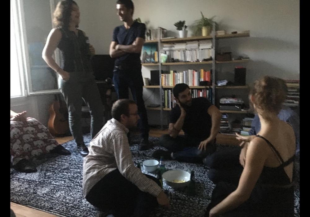 到巴黎當地策展人 Loïc Le Gall家中參觀自策展覽。2018年10月13日。